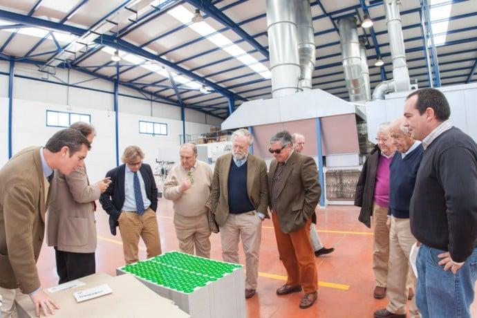 Bodegas Osborne visita la nueva planta de litografía Metalgráficas | Torrent Closures